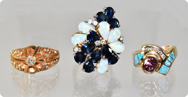 Lefflers buys jewelry and collectbles.