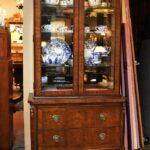 Vintage-Henredon-Lighted-Curio-Cabinet-Bronze-Mounts-Glass-Shelves-Mirrored-Back-265207984304